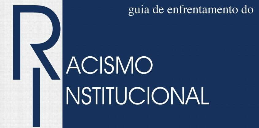 """Capa da publicação. O texto """"Guia de enfrentamento ao racismo institucional"""" está escrito nas cores gelo e azul marinho."""