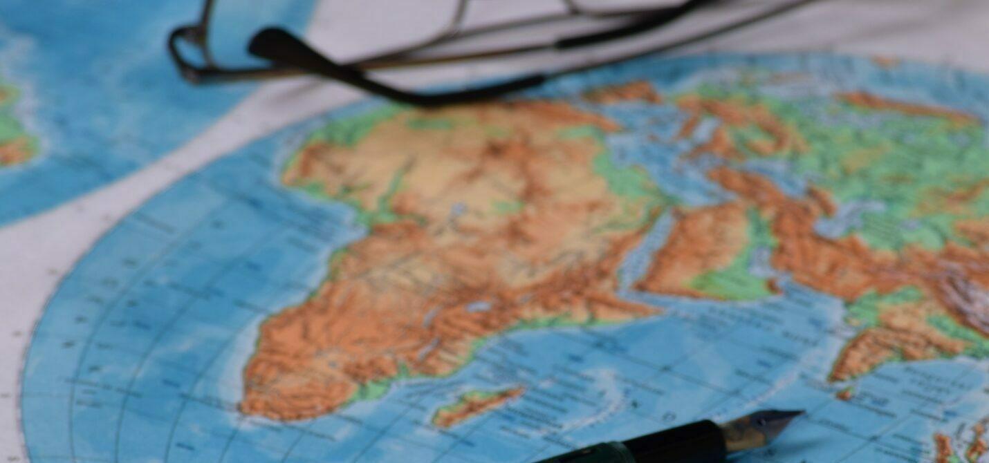 Foto de um mapa do continente africano.