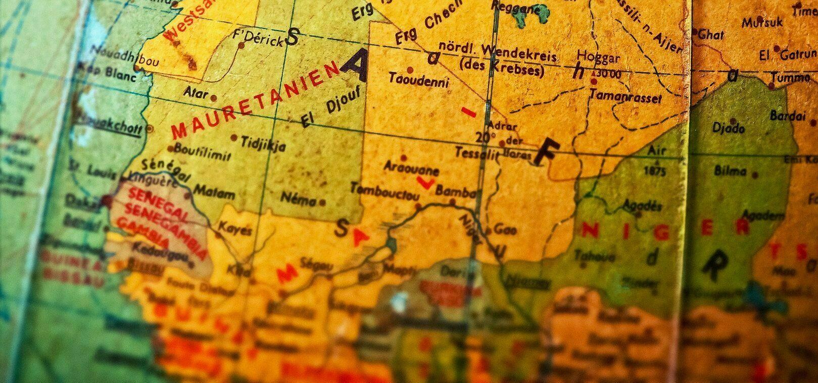 Foto de um mapa que traz em destaque países africanos.