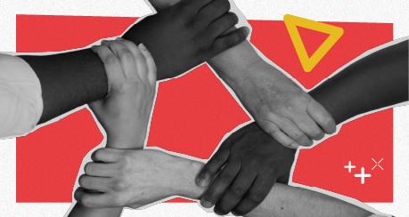 Na colagem, pessoas brancas e negras seguram os braços umas das outras, formando um círculo no espaço entre os braços.